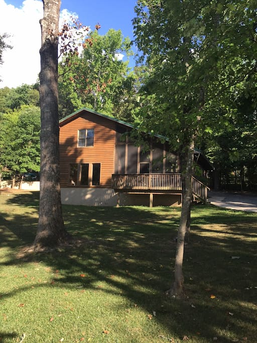 2 Bedroom Lake Front Cabin Minutes From Town Vacation