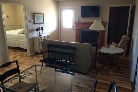 Virginia Suite at Rebecca Creek B&B - Spring Branch - Bed & Breakfast - 2