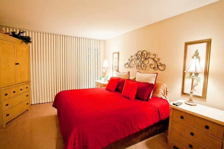 King size bed in roomy master bedroome