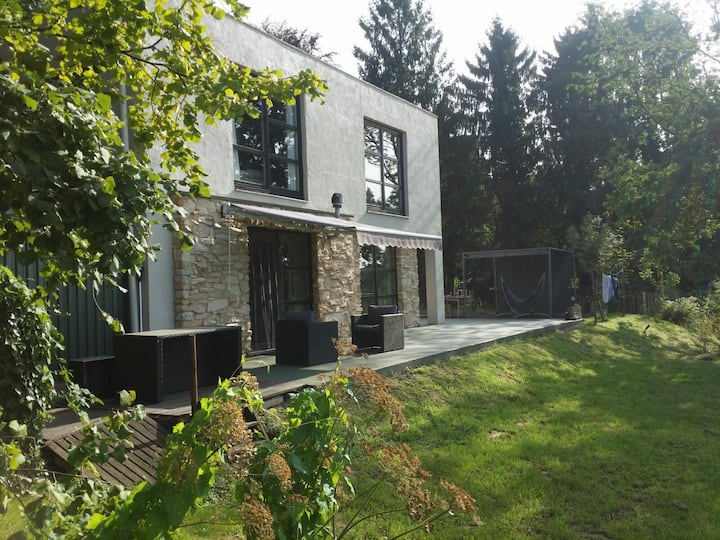 Cosy house-green neighbourhood (20´ from Brussels)