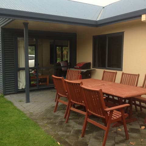 Lovely modern home welcomes you to Ohope beach