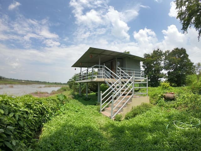 The Homestead Studio |Riverfront Porch | Queen Bed