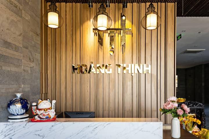 Hoang Thinh Apartment<The Sun Wheel View>