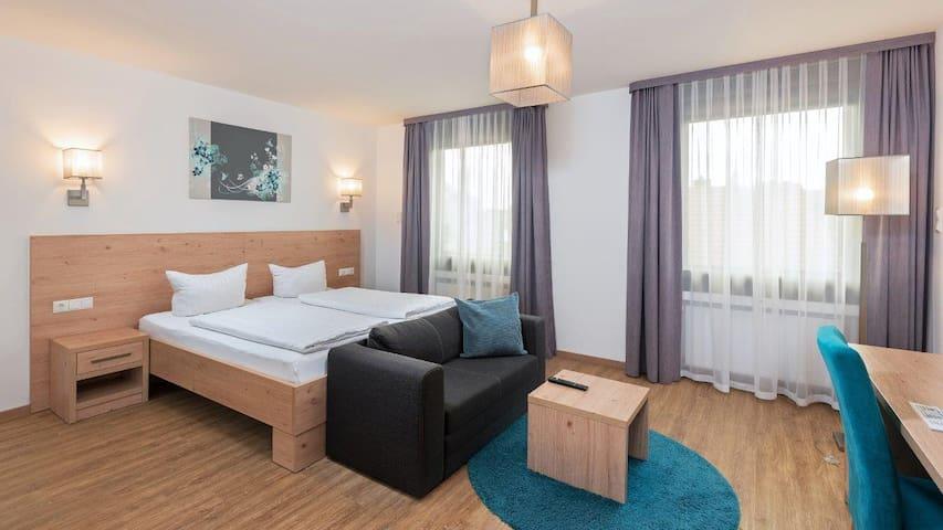 Hotel Stadtvilla Central (Schweinfurt), Modernes Doppelzimmer Komfort mit Doppelbett