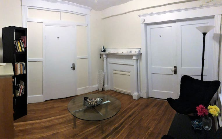 Comfortable 2 Bdroom Apartment Close to Everything