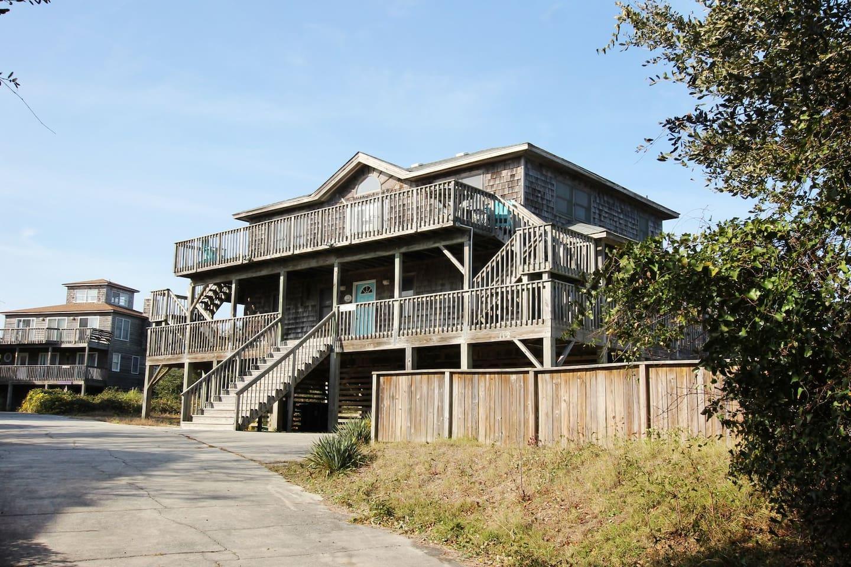 Building,Porch,House,Handrail,Urban