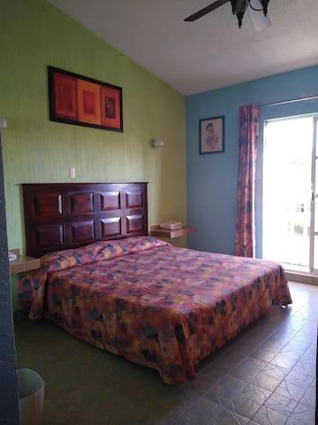 Habitación sencilla, una cama king size