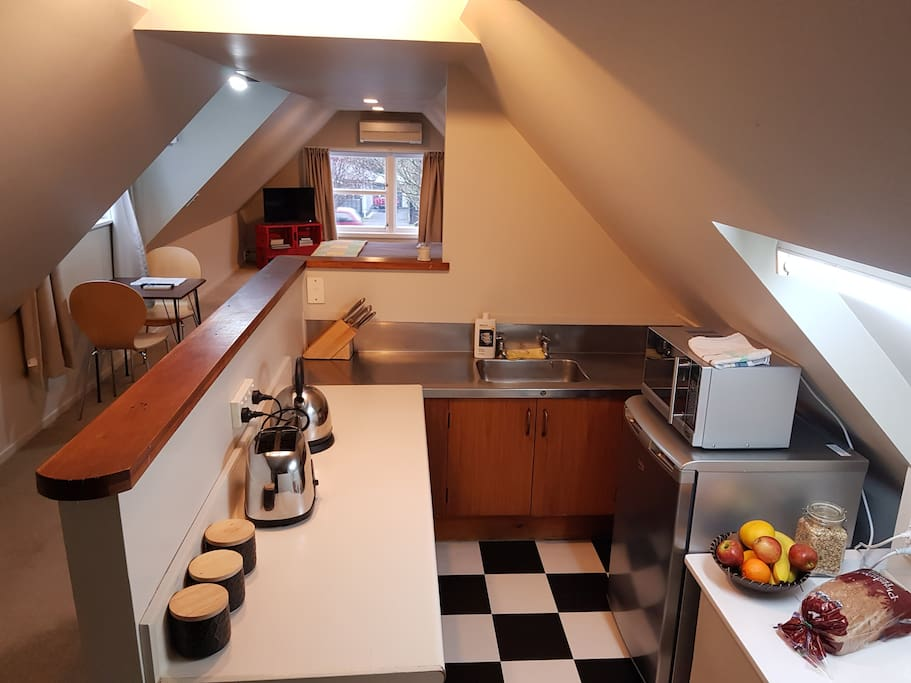 Kitchenette, complete with your hotplates, electric frying pan, microwave, fridge and provided continental breakfast.