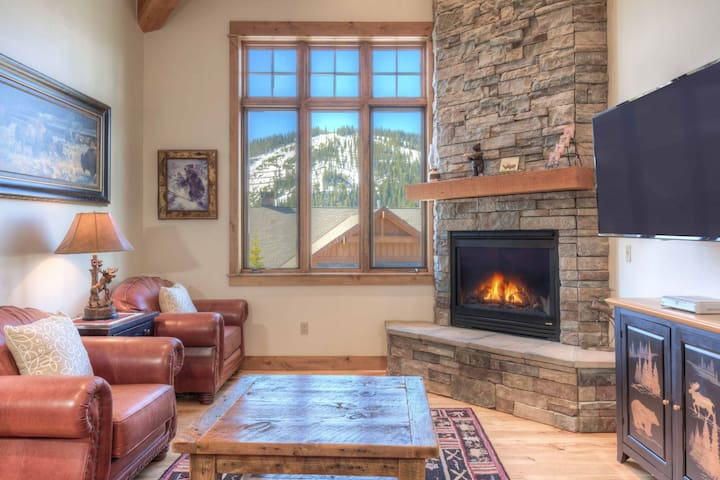 Big Sky Resort- Spacious Townhouse w/Game Room