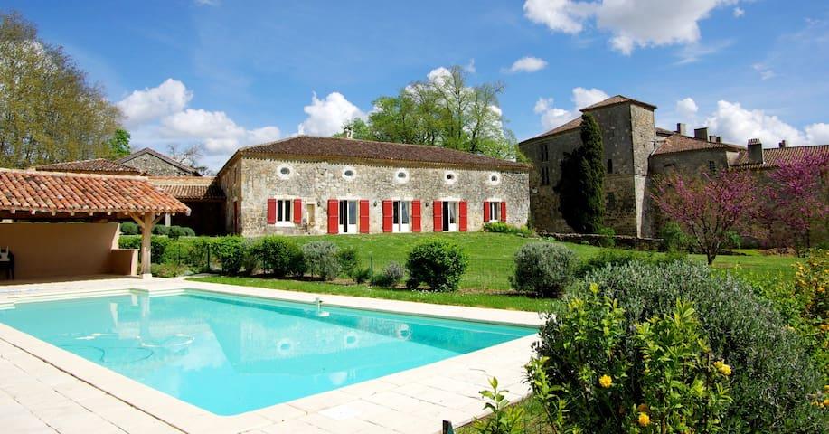 Spacious lodging & private pool-Bastion PrinceNoir - Poudenas - Dům