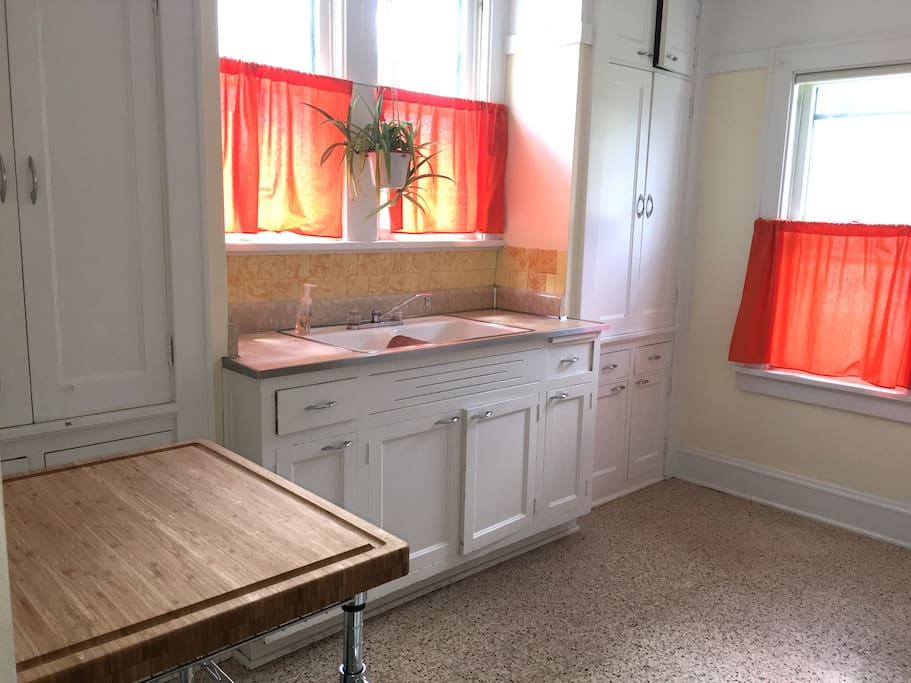 Sunny Retro Kitchen
