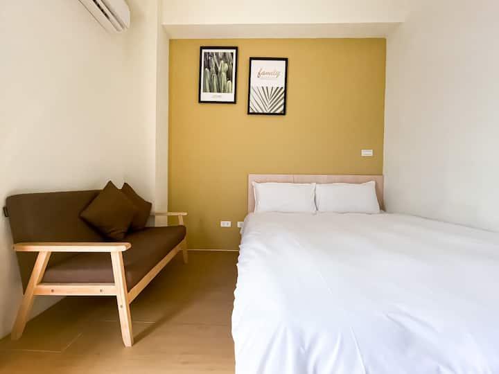 【思考人生】獨立陽台 · 沙發 · 我給你房間,陽光給你能量!