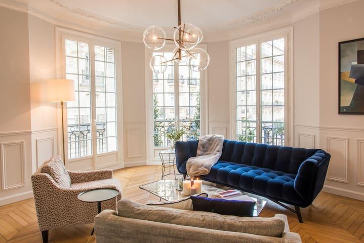 Total Luxury in St-Germain, AC, 3 bdrm, steamroom!