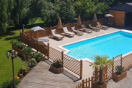 Attractive Villa in Château-Garnier with Swimming Pool