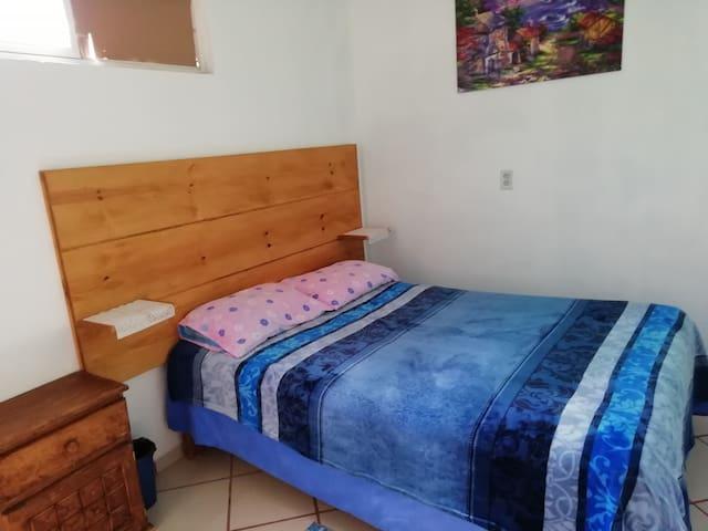 Habitación 1, cama matrimonial.