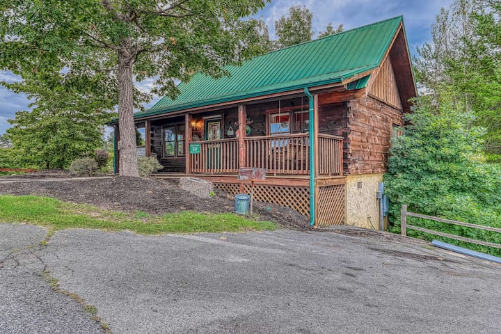Quaint dog-friendly cabin w/ private hot tub & access to seasonal shared pool