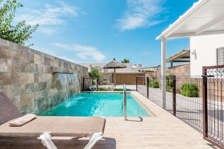 Elegant and with pool - Villa Nueva Cascada (Families only)
