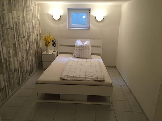 3 Zimmer-Wohnung in ruhiger Lage mit Bad & Terasse