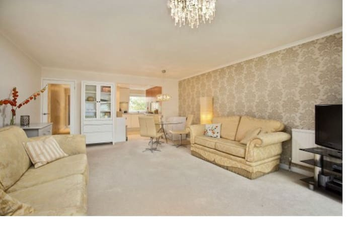 Attractive 2 Bed Flat opposite Kew Botanic Gardens - Richmond - Wohnung
