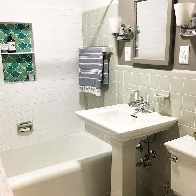 Full bathroom with towels etc.