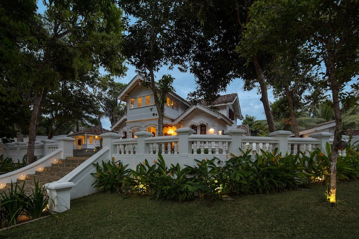 Luxury colonial villa, 10 guests, pool, BBQ area