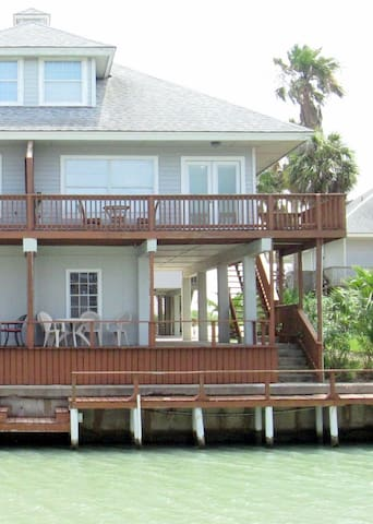 Multi-Level Waterfront Cottage- Spectacular Views! - Port Isabel - Casa