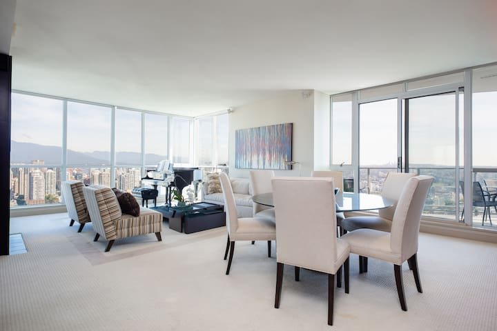 Yaletown - Upscale chic and spacious sub-Penthouse