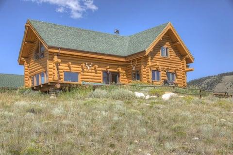 * NEW* Beautiful Log Home