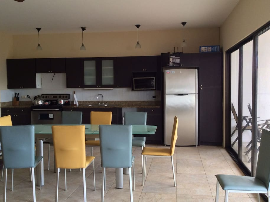 Fully equipped kitchen with table