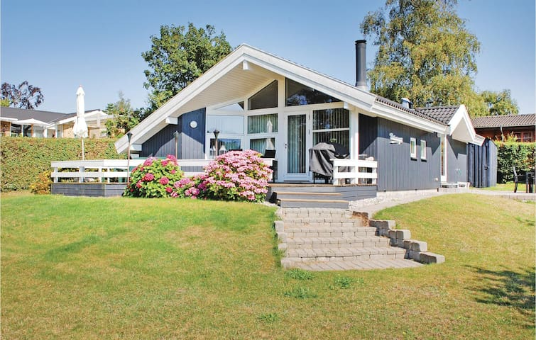 Holiday cottage with 3 bedrooms on 64 m² in Ebeltoft