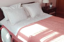 complete service of white linnen, towels and blankets
