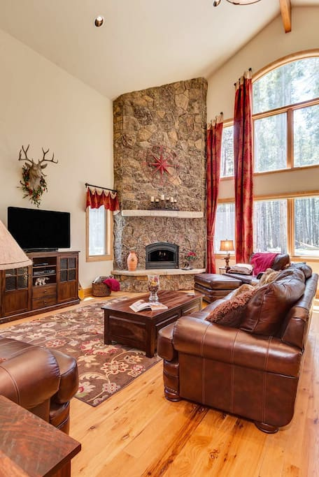 Curl up by the gas fire after a long day skiing or just use the opportunity to take in the forest views through the huge picture windows