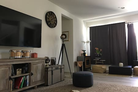 Garage Sofa bed 車庫空間床位出租 - Eastvale - 独立屋