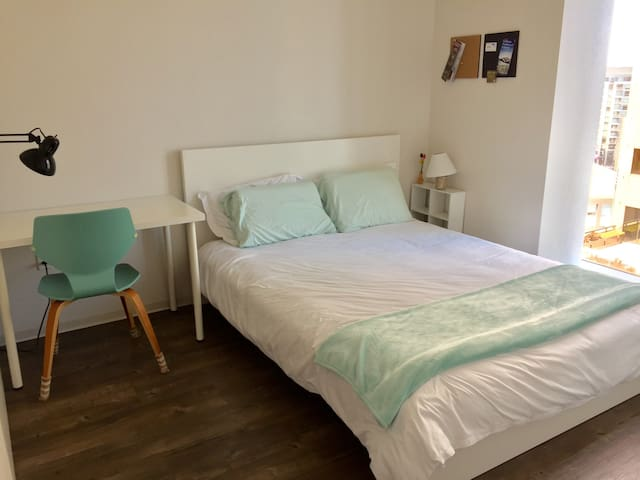 Private Room & Bath in High Rise Flat near station