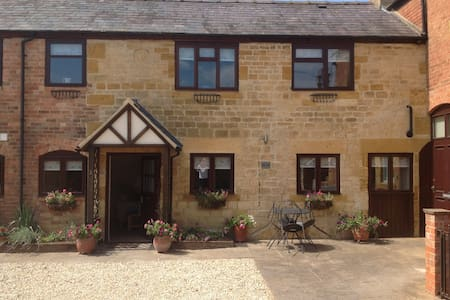 Stunning  TALLOW COTTAGE, Moreton in Marsh