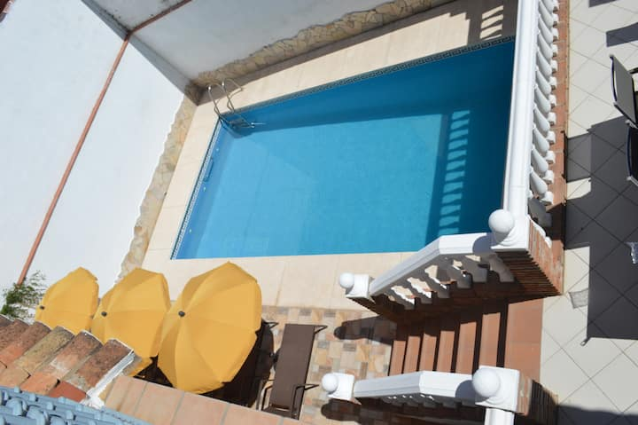 Arigili, private pool & 800 mtr to the beach