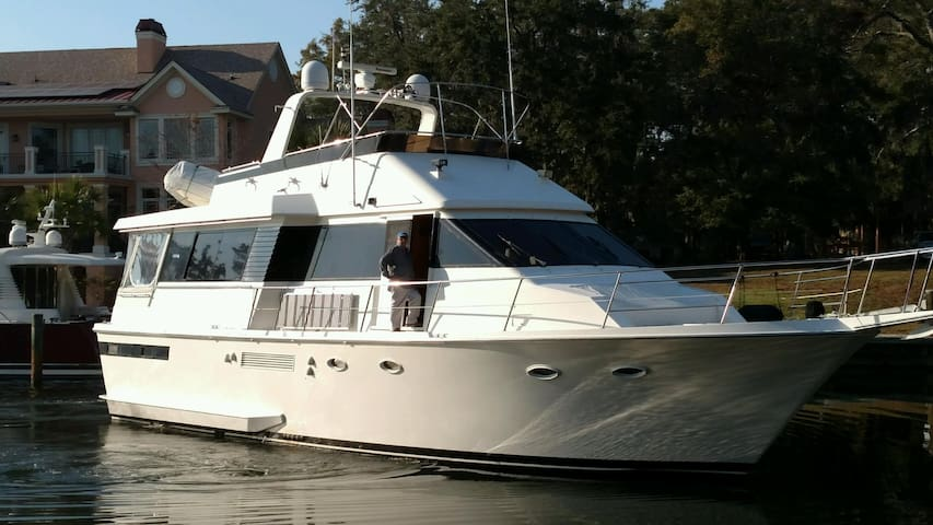 Luxury yacht FOREVER YOUNG downtown Stuart