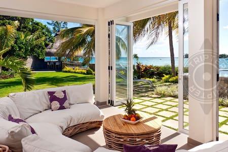 IEHA 4BR Pereybere sea-front villa w/ chef & pool - Pereybere