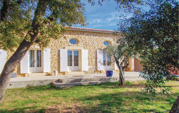 Holiday cottage with 3 bedrooms on 135 m² in Serignan du Comtat