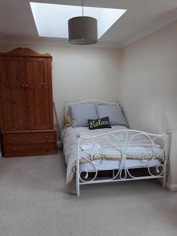 Immaculate Large double room, great location.