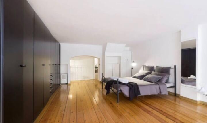 Loft design suite close to Duomo of Milan