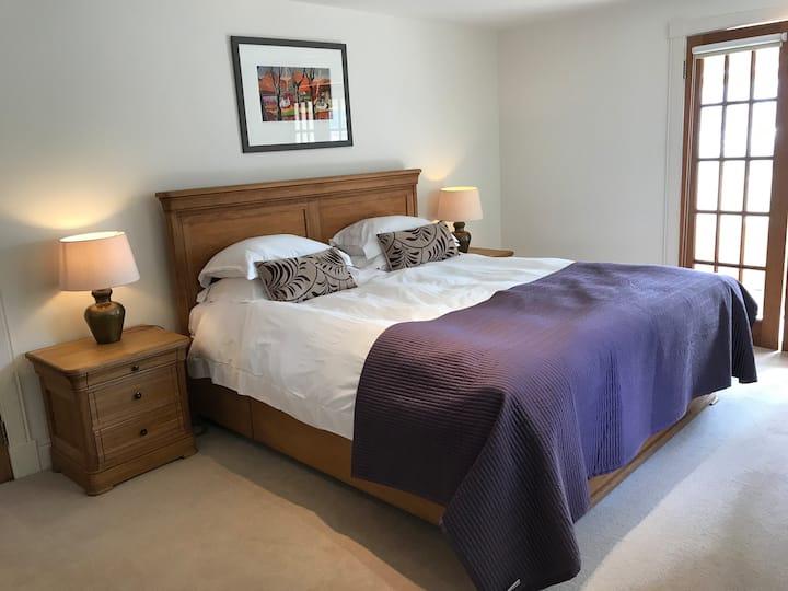 Luxury loch side accommodation Room 3