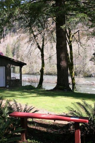 Cozy River Cabin - Mapleton - Cabaña