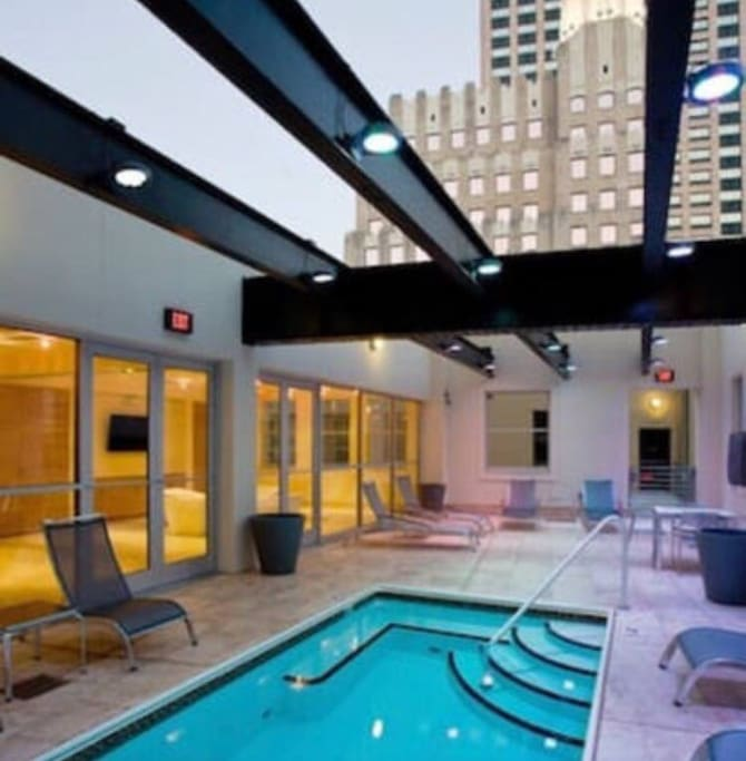 Luxurious Downtown New Orleans 1BR Condo!!