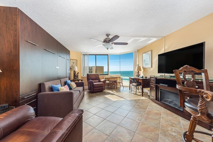 New Listing! Delightful studio @ Top of the Gulf with ocean views! Free Wifi!