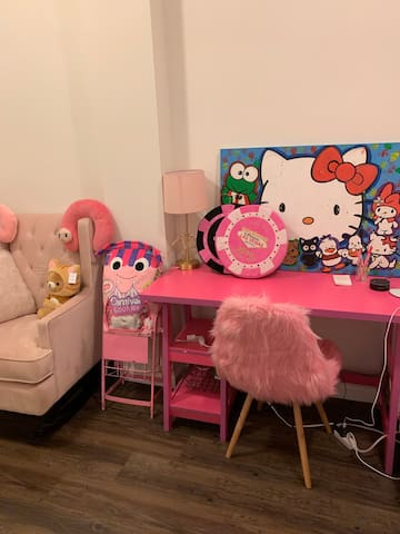 A very cute and pink room at Downtown SF
