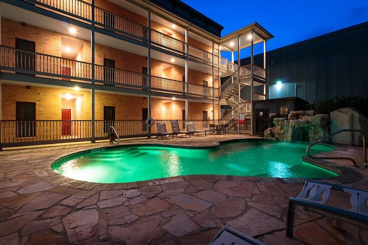 Come and Stay in Gorgeous Gruene