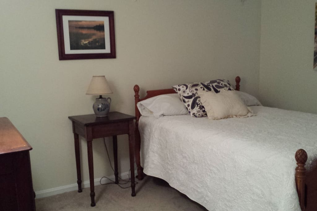 Comfortable room with double bed.