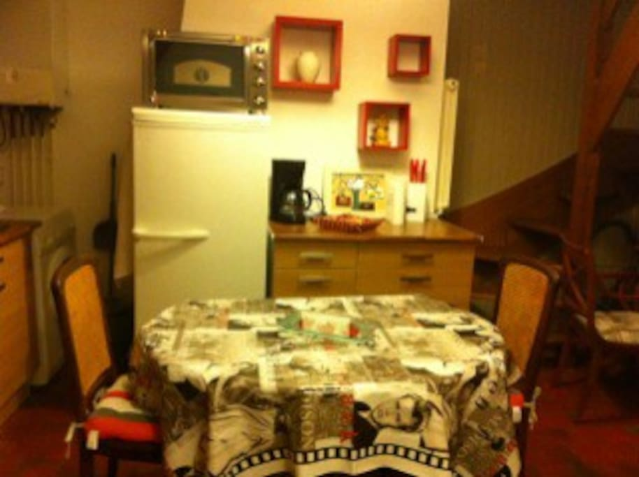 cosy and fully equiped dining room