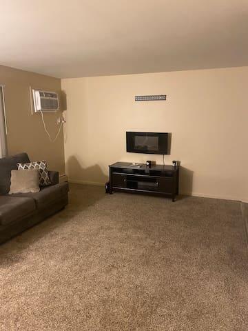 Comfortable Oak Park Apartment